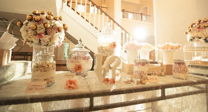 Candy apple buffet wedding
