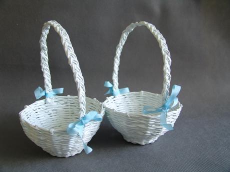 2x pletený bílý košíček pro družičky,