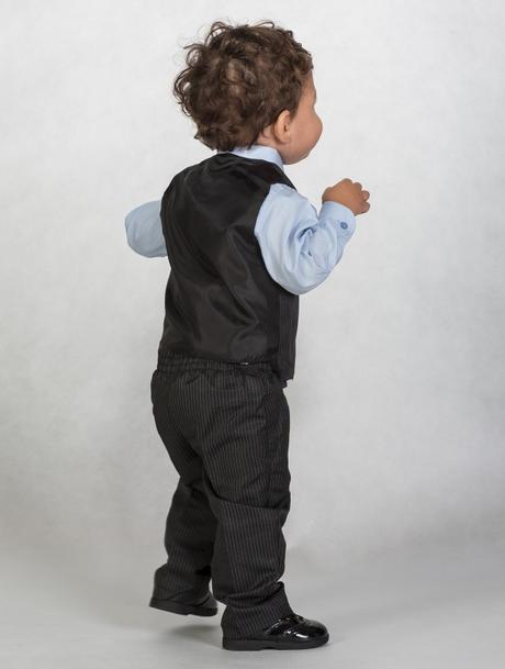 AKCE - černý proužkatý oblek, jen některé velikost, 86