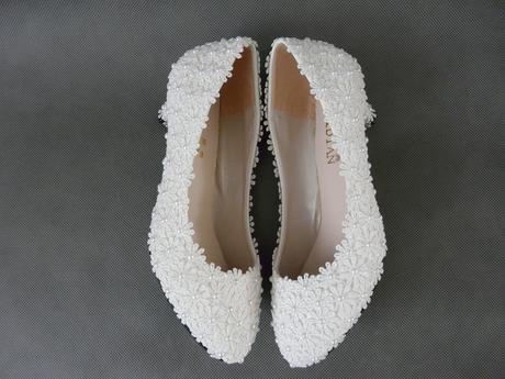 Bílé kytičkové, perličkové lodičky , 36