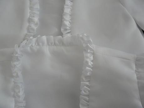 Bílé saténové bolerko 5-6 let - půjčovné, 122