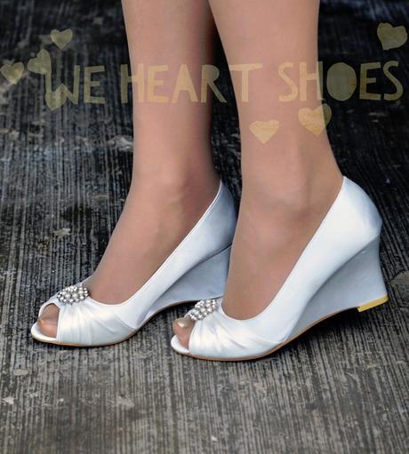 Bílé saténové svatební lodičky, klínek, 38
