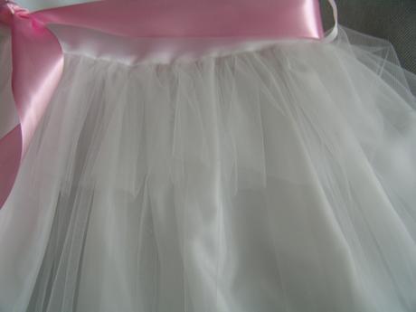 Bílé šaty pro družičku, 98