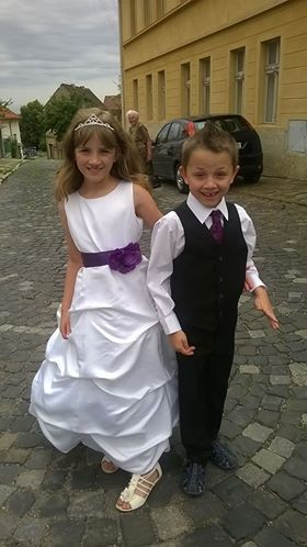 Bílé šaty pro družičku, k půjčení, 134