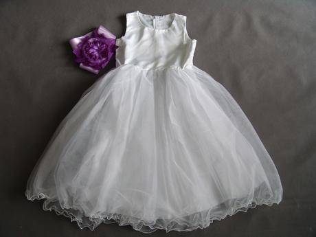 Bílé šaty pro družičku s fialovou stužkou, 134