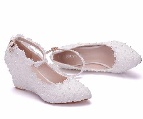 Bílé svatební lodičky, klínek, kytičky, perličky, 36