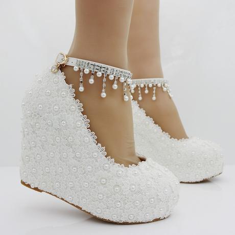 Bílé svatební lodičky, klínek, perličky, kytičky, 36