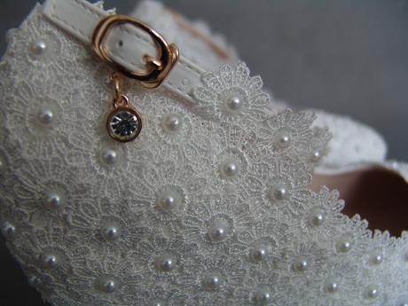 Bílé svatební lodičky, klínek, perličky, kytičky, 38