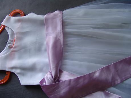 Bílé tylové šaty 8-10 let k prodeji, 140