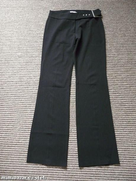 Černé společenské kalhoty, S