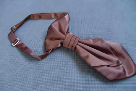 Hnědá dětská kravata,