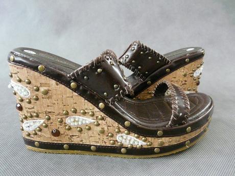 Hnědé pantofle, 39