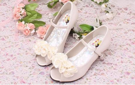 Ivory (bílé) společenské sandálky pro družičky, 34