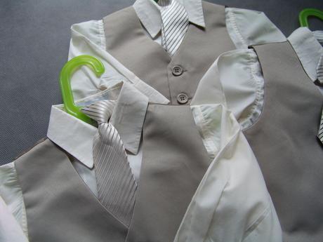 K zapůjčení - béžový oblek, 0-4 roky, různé veliko, 68