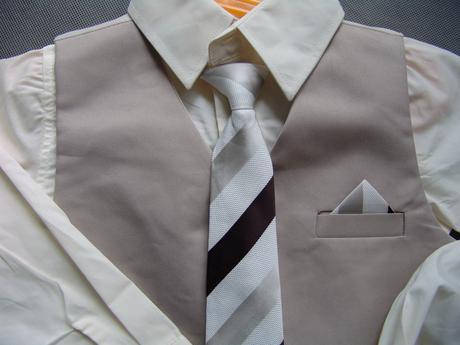 K zapůjčení - béžový oblek 6-12 měsíců a 3-4 roky, 98