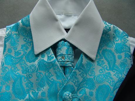 K zapůjčení - tyrkysový (modrý) oblek, 0-6,11,12, 140