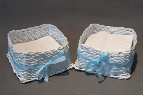 Košík na ubrousky, modrá stužka na svatební stůl,