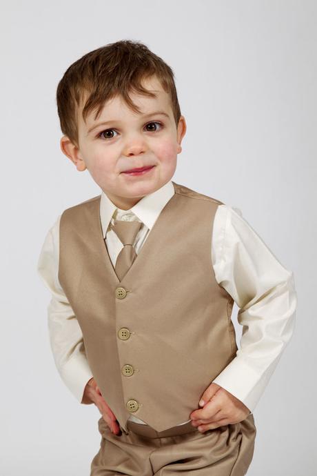 NOVINKA - béžový oblek, půjčovné, 3m-9 let, 134