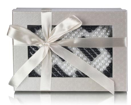 NOVINKA - bílá perličková svatební kabelka,