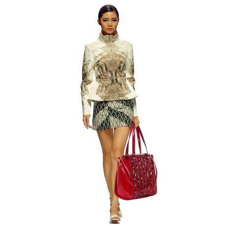 NOVINKA - červená lakovaná kabelka s leopardím vzo,