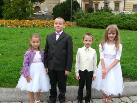 NOVINKA - oblek pro chlapce k prodeji, ivory a čer, 104