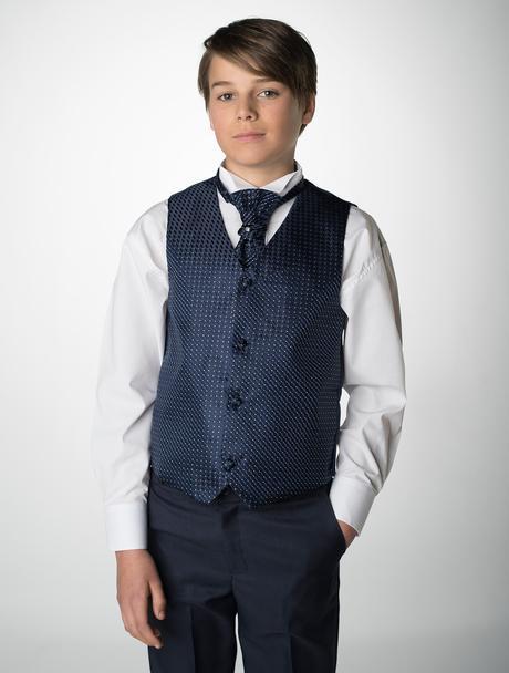 NOVINKA - světle modrý oblek + šedé, černé kalhoty, 68