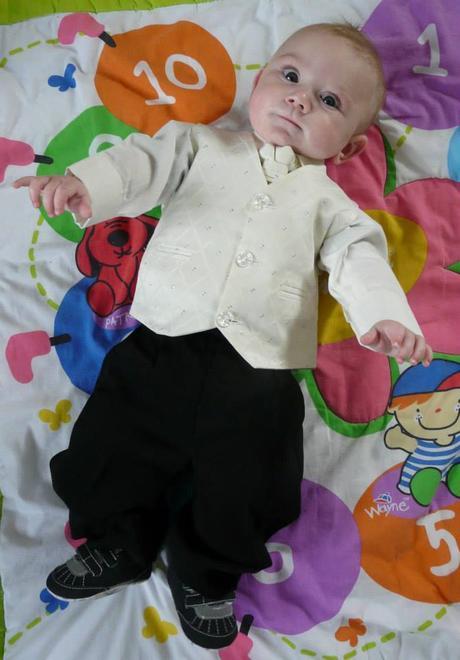 Oblek krémový, 18-24 měsíců - půjčovné, 98