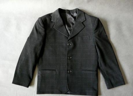 půjčím/k prodeji černý kostičkový, 6-8 let, 134