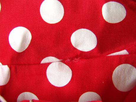 Puntíkaté retro šaty - červené a černé, 38