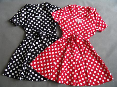 Puntíkaté retro šaty - červené a černé,