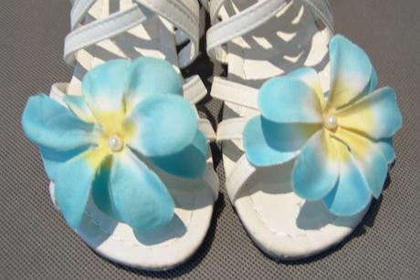 Sandálky, bílé svatební, s květinou, 33
