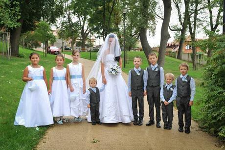 Sandálky, bílé svatební, s květinou, 35