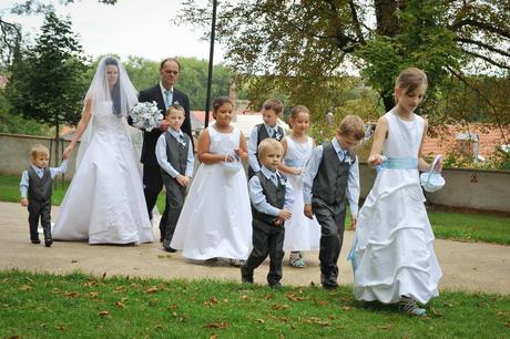 Saténové bílé šaty pro družičky, půjčovné, 104