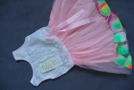 Šaty, okvětní lístky v sukýnce, 80