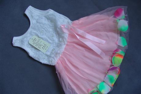 Šaty, okvětní lístky v sukýnce, 86