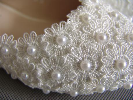 SKLADEM - bílé perličkové baleríny, 38