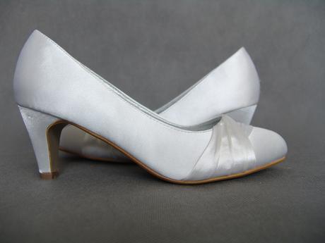 SKLADEM - bílé saténové lodičky , 38