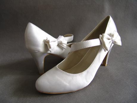 SKLADEM - bílé saténové lodičky s mašličkou, 39