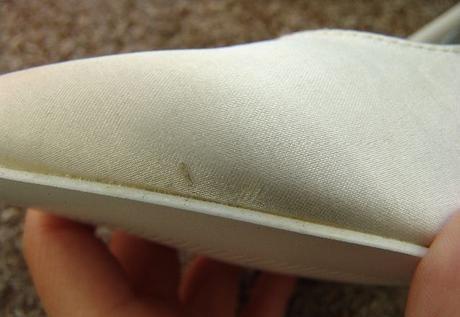 SKLADEM - bílé saténové lodičky s motýlkem, 38