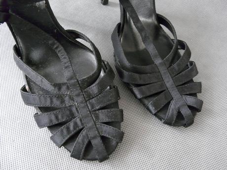 SKLADEM - černé plesové sandálky, 38