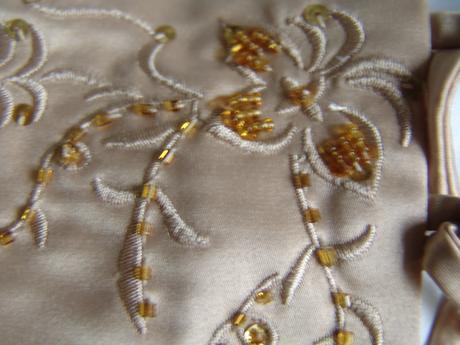 SKLADEM - champagne šaty 3-7 let, 104