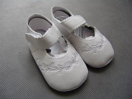 SKLADEM - dívčí capáčky - bílé - 0-2 roky, 80