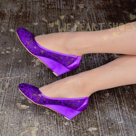 SKLADEM - fialové krajkové lodičky, klínek, 37