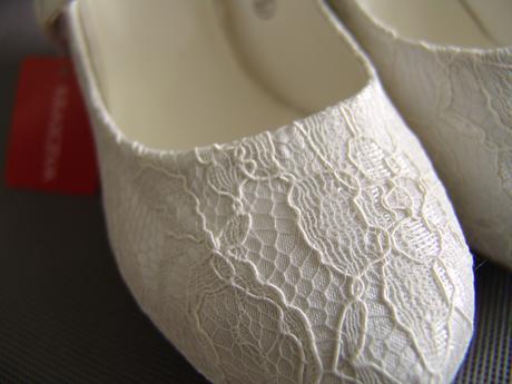 SKLADEM - ivory krajkové svatební lodičky, 37