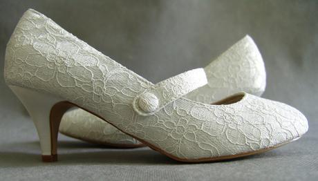 SKLADEM - ivory krajkové svatební lodičky, 40