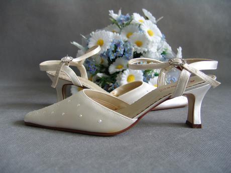 SKLADEM - ivory saténové svatební lodičky, 38