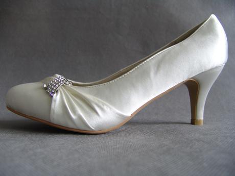 SKLADEM - ivory saténové svatební lodičky, 41
