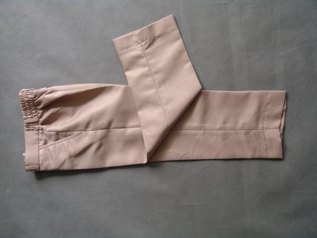 SKLADEM - k zapůjčení béžový oblek, 18-23, 4 a 5 l, 98