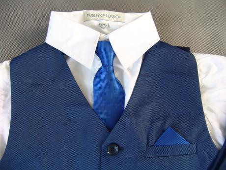 SKLADEM - k zapůjčení modrý oblek 5-6, 6-7 let, 122