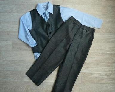 SKLADEM - k zapůjčení šedý oblek 6m-8let, 110